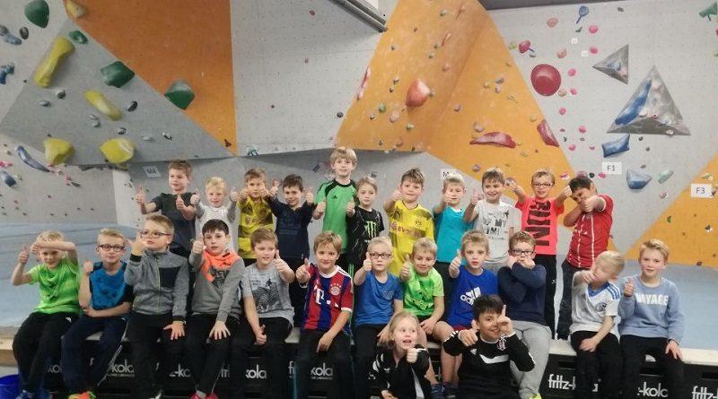 Klettern statt dribbeln: F-Jugend mit Spaß und Freude auf Abwegen