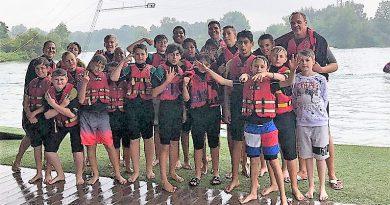 D-Jugend feiert ihren Saisonabschluss auf dem Wasser